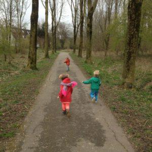 kinderopvang Houten-gastouder-de-kinderherberg-rennen-in-het-bosje