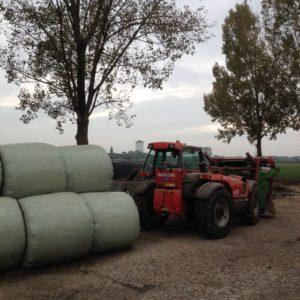 de-kinderherberg-gastouderopvang-een-traktor-op-de-kaasboerderij-de-ossenwaard-img_0763